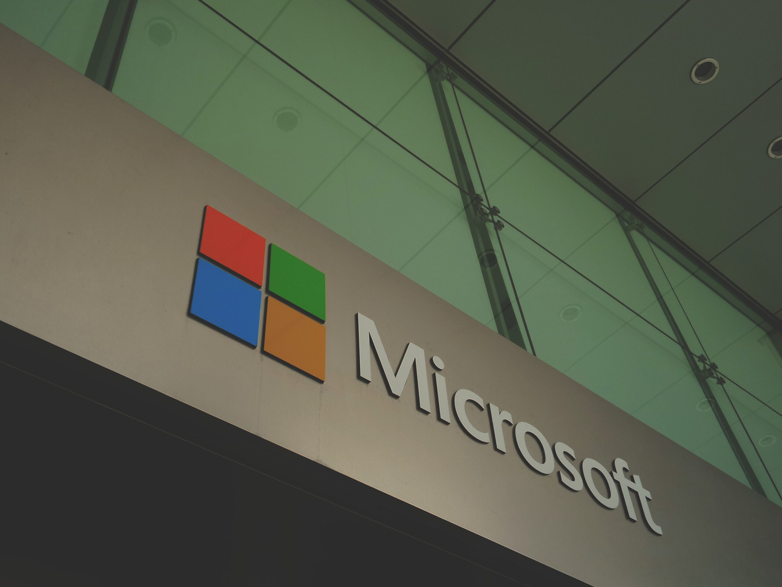 Microsoft closes all retail stores permanently
